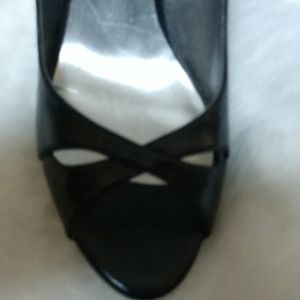 NEW Crossover Peep Toe Blck Sling Back Heels GUESS